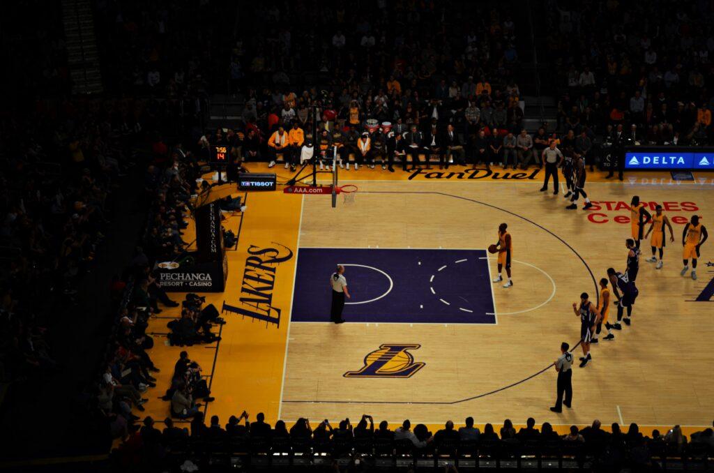 """<img src=""""NBA Lakers.jpg"""" alt=""""NBA the last throw basketball"""">"""